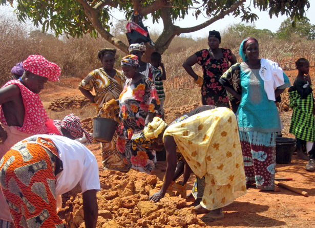 About 70 women in Keur Moussa contribute their labor for two hours twice a week to construct and maintain dikes and other erosion control measures