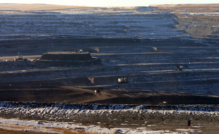 China_coal_pit