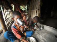 Bangladesh Schoolchildren Eating