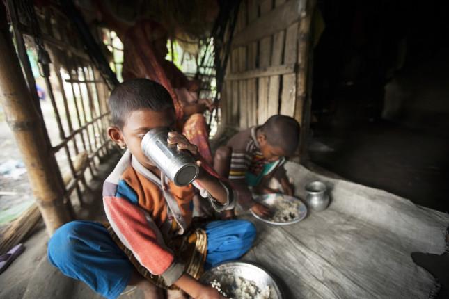 Bangladesh Schoolchildren Eating