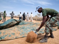 UNAMID South African troops deliver 30,000 liters of water to build a clinic in Forog (North Darfur)