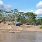 gold-mining-along-the-MDD-river_2004