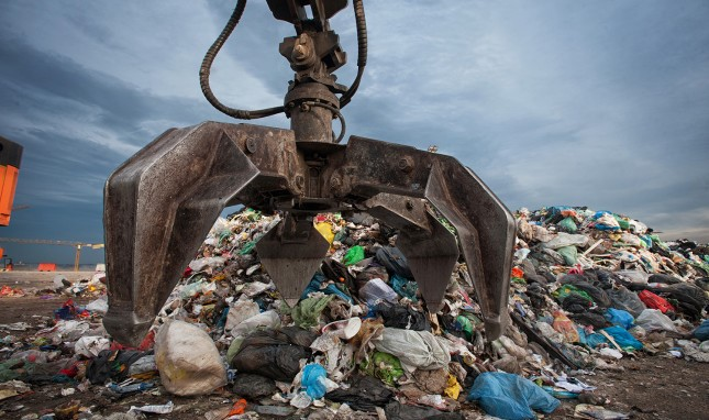 Who Pays the Bill for Plastic Waste?
