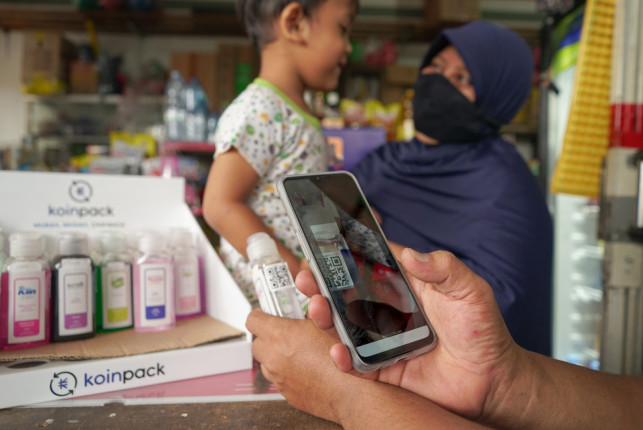 Warung owner registers Koinpack refill bottle into the system